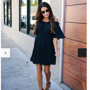 FEMININE PLEATED OFF THE SHOULDER DRESS - BLACK
